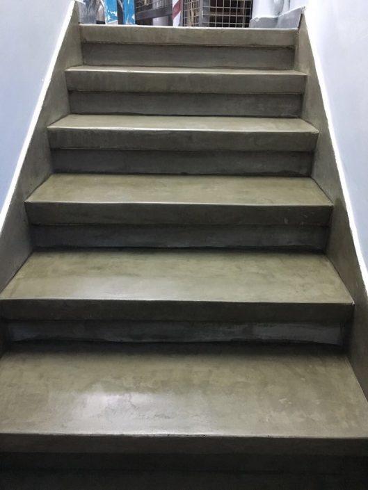 m_poldekor-decorative-concrete1המדרגות אחרי שיפוץ וציפוי בבטון דקורטיבי - פול דקור